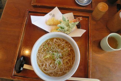20170102神社帰りの蕎麦.jpg
